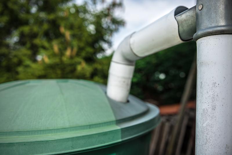 un r cup rateur d eau de pluie pour arroser votre jardin blog oleomac. Black Bedroom Furniture Sets. Home Design Ideas