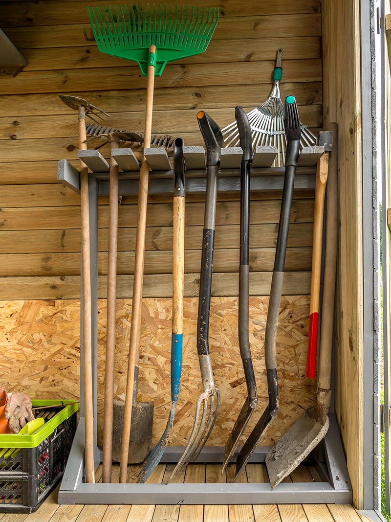 En janvier on continue l 39 entretien du jardin blog oleomac for Abri outils de jardin