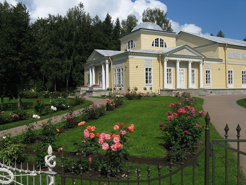 Pavillon des roses - parc de Pavlosk Photo credit WasilissaValskaya CC BY-SA 3.0 via Wikimedia Commons