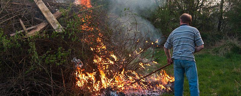 Brûler déchets verts